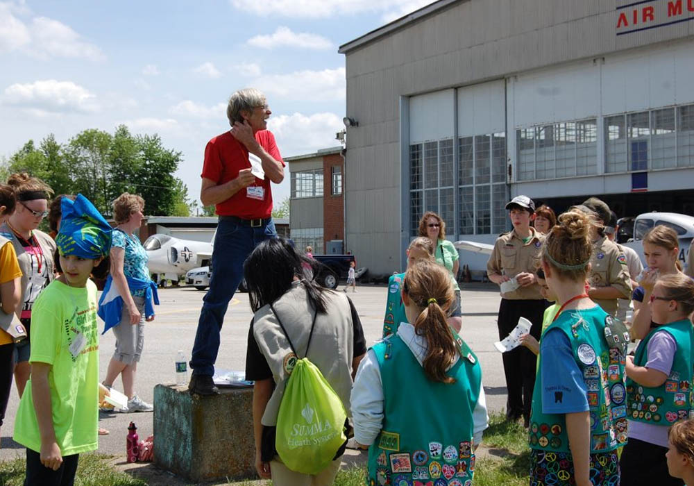 Scouts educated by tour guides